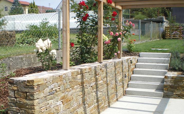 https://www.gartenzauner.com/wp-content/uploads/2018/01/gartenzauner-granitmauer-strobl-stein.jpg