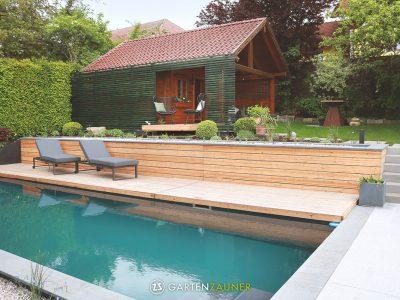 Moderne Gartengestaltung mit Naturpool